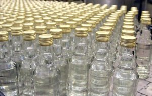На легальном рынке водки производители не торопятся снижать цены