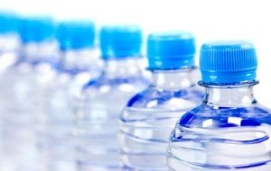 Объем потребления бутилированной воды в 2015 году в России сокращается